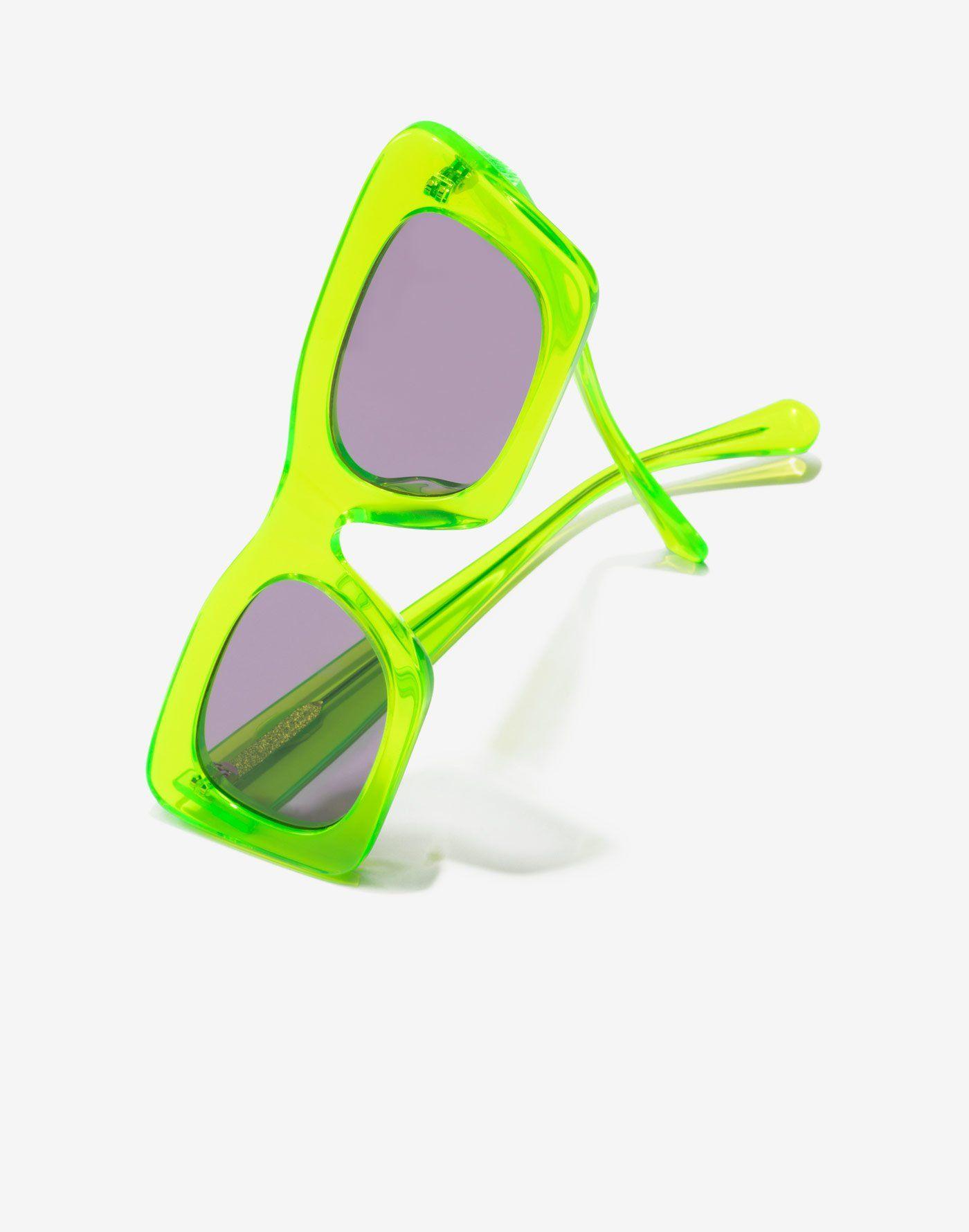 5bd537fb61 ACID LAUPER Diseño rectangular de gafas de sol y un ligero toque cat eye.  Lentes