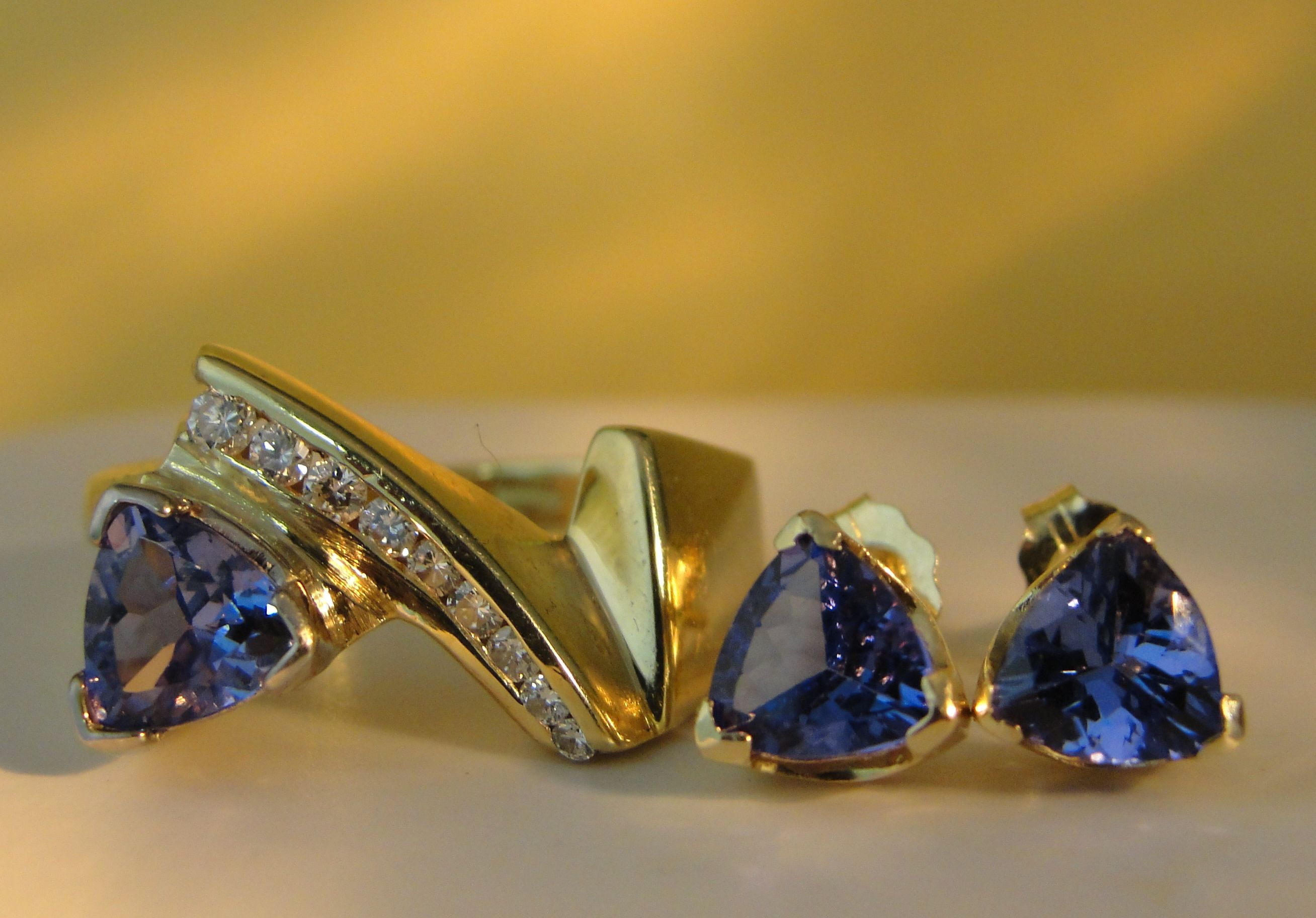 Natural Trillion Tanzanite Solid 14K Yellow Gold Diamond Ring and