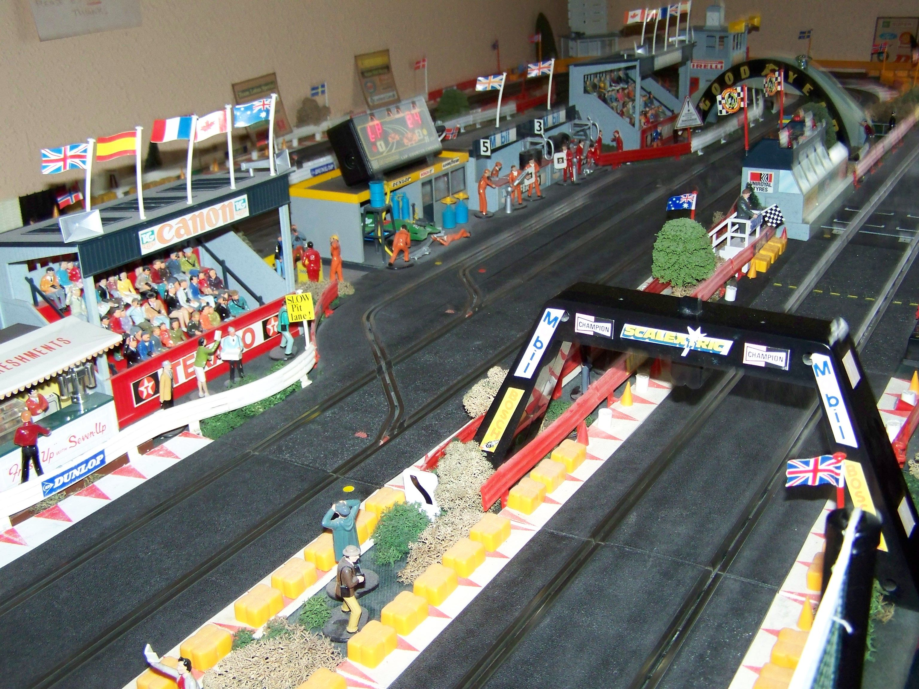 Car Toys Aurora Co: MAJOR SCALEXTRIC RACING Race Track Layout