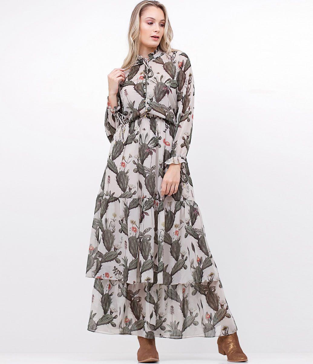 37b85fa54 Vestido feminino Modelo Longo Gola alta Com forro Abotoamento frontal com  botões de metal Detalhe de