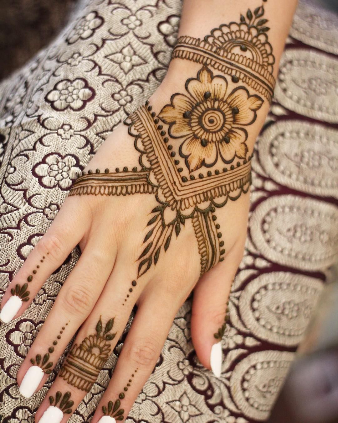 Less Is More A Mehndi For Prom Mehndi Hennatattoo Henna Mehndidesign Hennadesign Hennaart Mehndiofi Henna Tattoo Designs Mehndi Designs Henna Tattoo