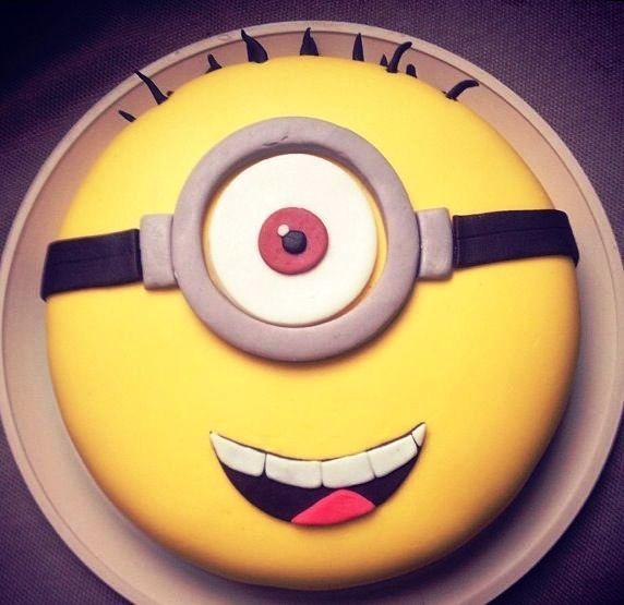 Minion Marzipan Backen Kuchen Minion Torte Und Minion Kuchen
