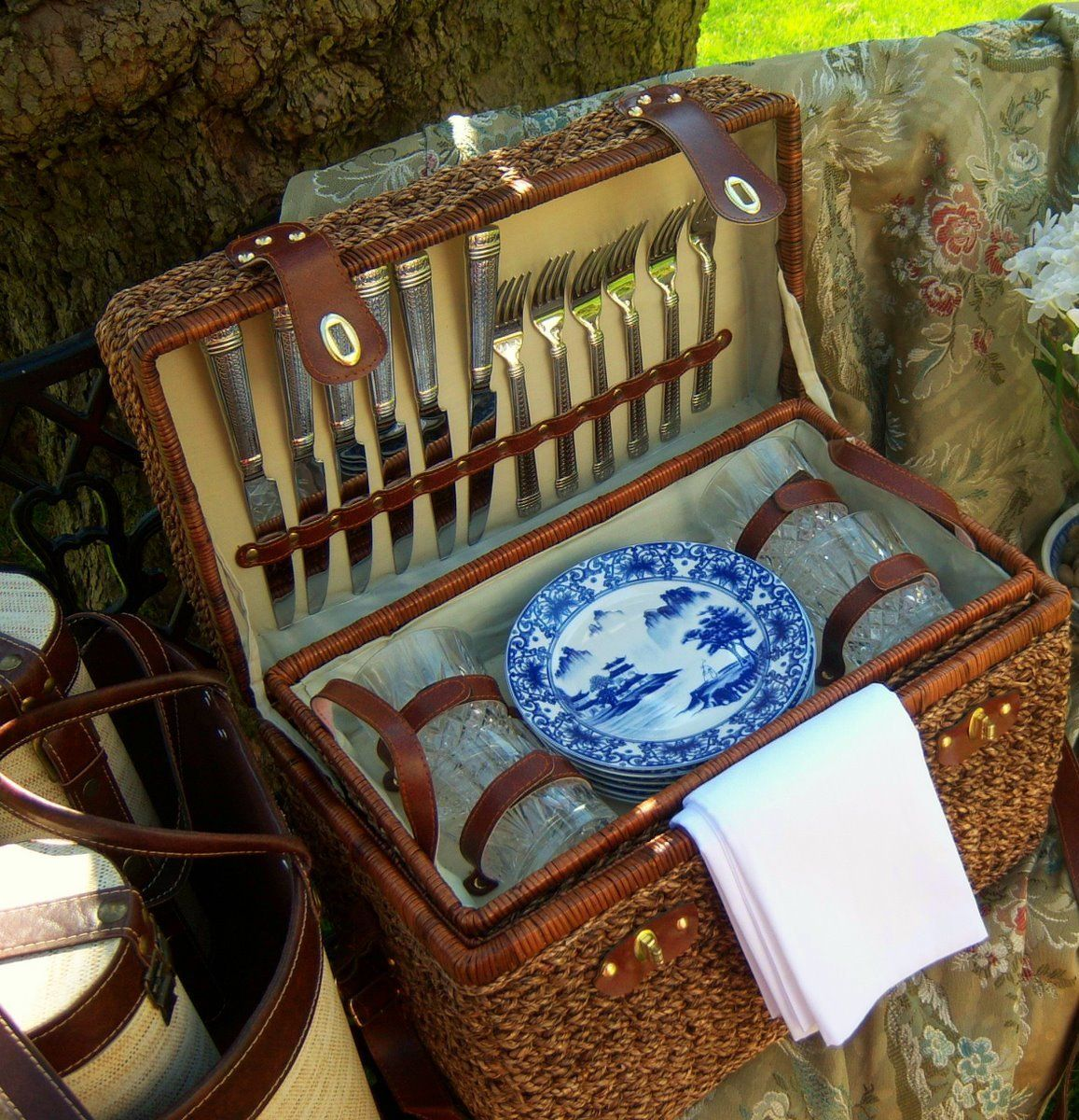 Beaux Mondes Design is where I found this awesome picnic basket.  Too Gorgeous.  And YES, I'm going to put my own together someday.  The store the basket came from has closed. :((