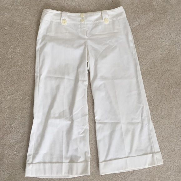 Express Capris Off-white Express Capris in wonderful condition! Editor style Express Pants