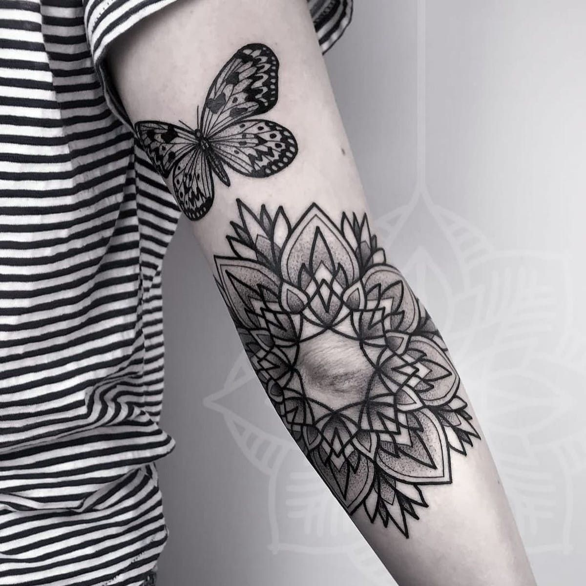 Beautiful And Meaningful Butterfly Tattoo Guide In 2020 Butterfly Tattoo Butterfly Tattoo Designs Butterfly Tattoos For Women
