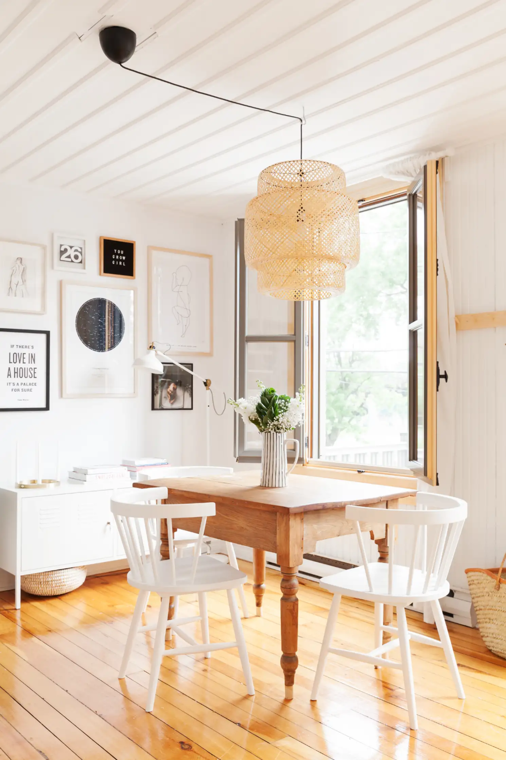 A Minimal Scandinavian Inspired Studio Is Especially Serene In 2020 Minimalist Room Apartment Dining Room Farmhouse Dining Room Table