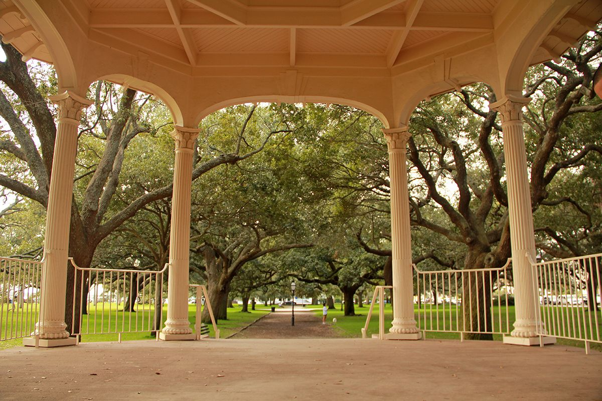 White Point Gardens ~ gazebo | Rain on Me | Pinterest | Garden gazebo