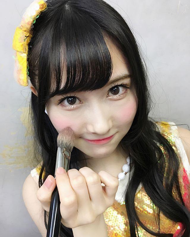 メイク中の矢倉楓子