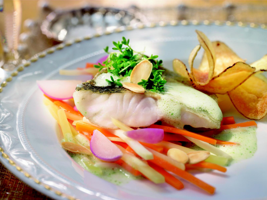 Schweizer Sommerküche : Leichte sommerküche u gebratenes zanderfilet mit kresseschaum auf