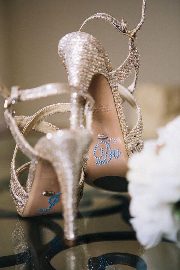 """****PRONTA-ENTREGA**** <br> <br>Todo o charme para o seu casamento: adesivo com a frase """"I Do"""" (Eu aceito, em inglês) para os sapatos da noiva. <br> <br>Moda entre as noivinhas dos Estados Unidos! <br> <br>Produto importado."""