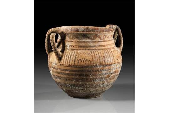 Italo-geometrischer Amphoriskos. 1. Viertel 7. Jh. v. Chr. H 12,6cm, ø 13,3cm. Hellroter Ton mit