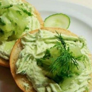 #spread van #komkommer en #roomkaas Zo eet je eens heel anders een #gezonde #groente op je #broodje