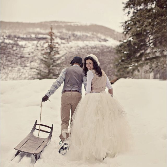 Winter wedding in the snow! :D It would be amazing if it had snow! <3