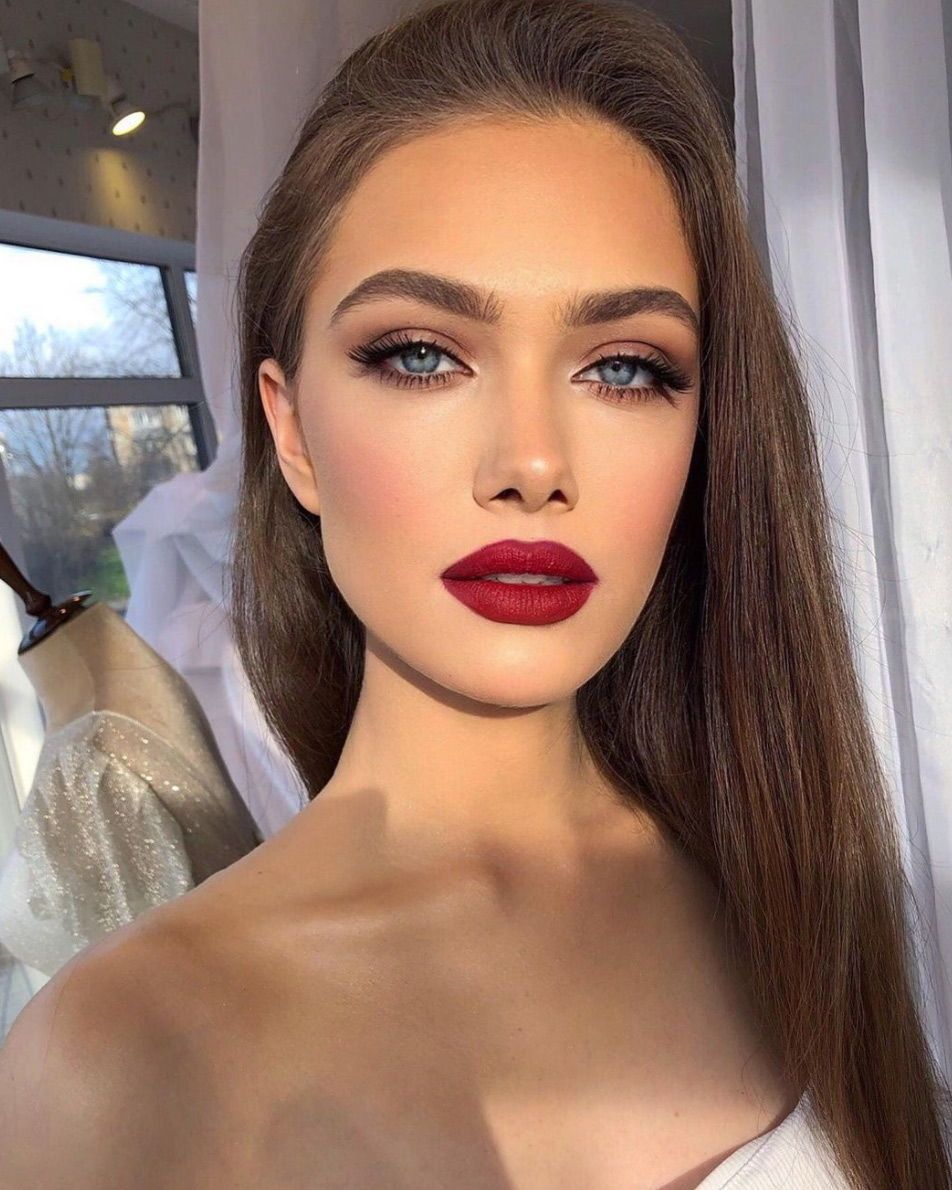 These are the most beautiful glam makeup looks to recreate ahead of New Year's celebration