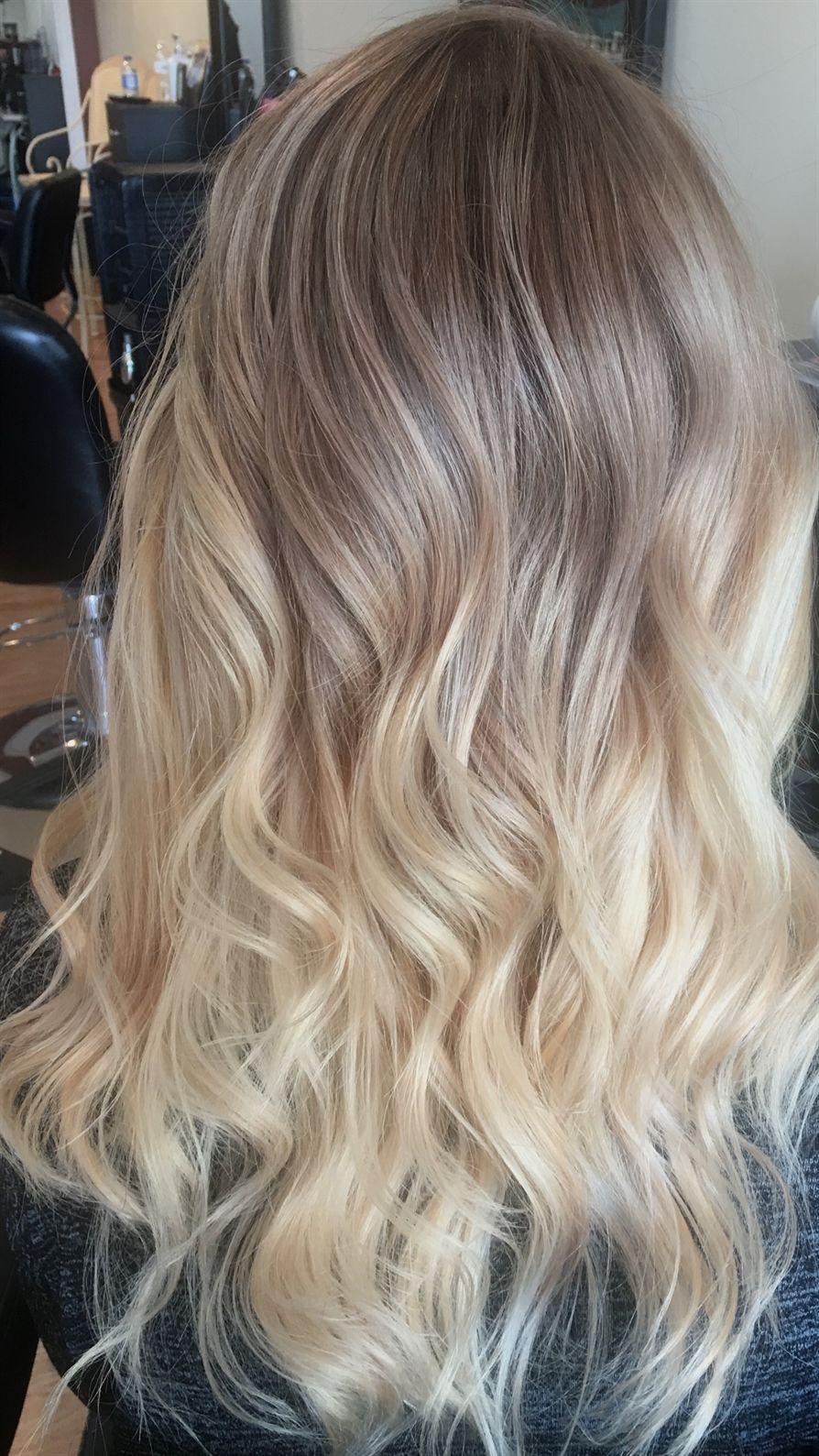 Ashy Blonde Ombré Balayage Blondeombre Hair In 2019 Włosy