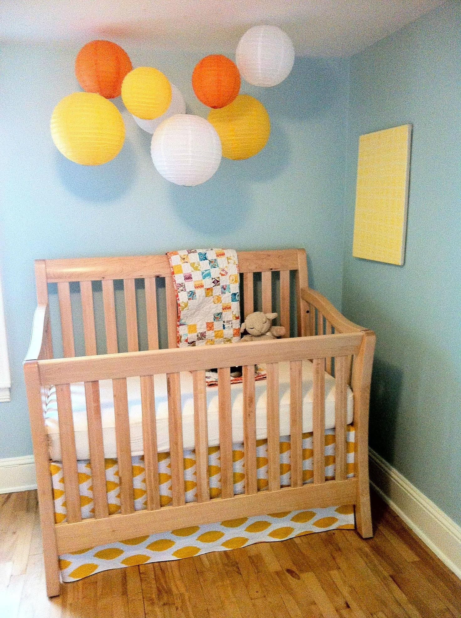 Alternatives to crib for babies - Chinese Lanterns Over The Crib Is A Cute Modern Alternative To A Mobile