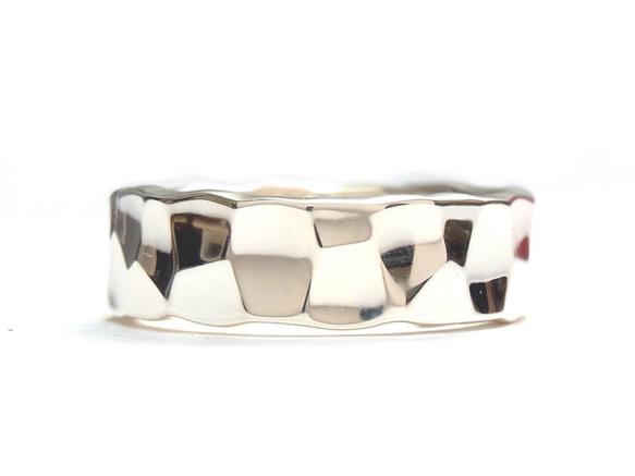 Tsuchime ring : 2x6Material : Silver950Size : 厚み1.6〜2mm / 幅6〜6.3mmデコボコした表面がキラキラ...|ハンドメイド、手作り、手仕事品の通販・販売・購入ならCreema。