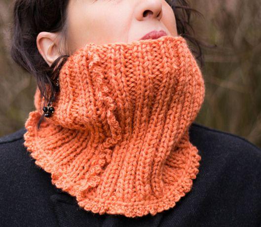 Col Snood tricot fait main de couleur orangée   Echarpe, foulard, cravate  par la-maille-aux-tresors bf56f32fe94