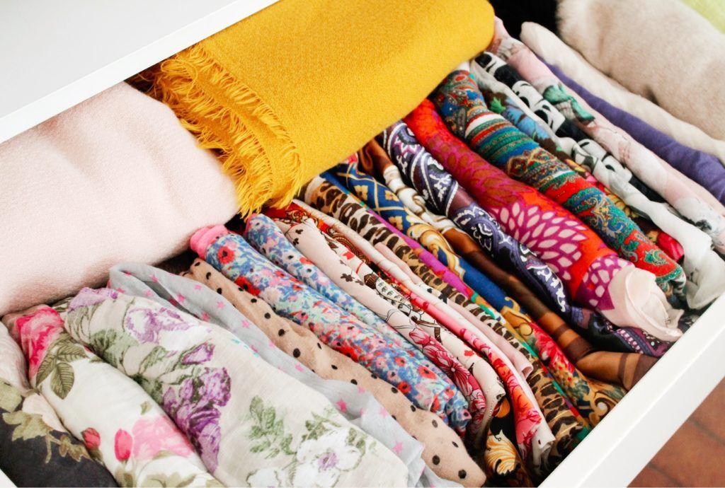 id es et astuces de rangement pour foulards et charpes astuce de rangement le foulard et. Black Bedroom Furniture Sets. Home Design Ideas