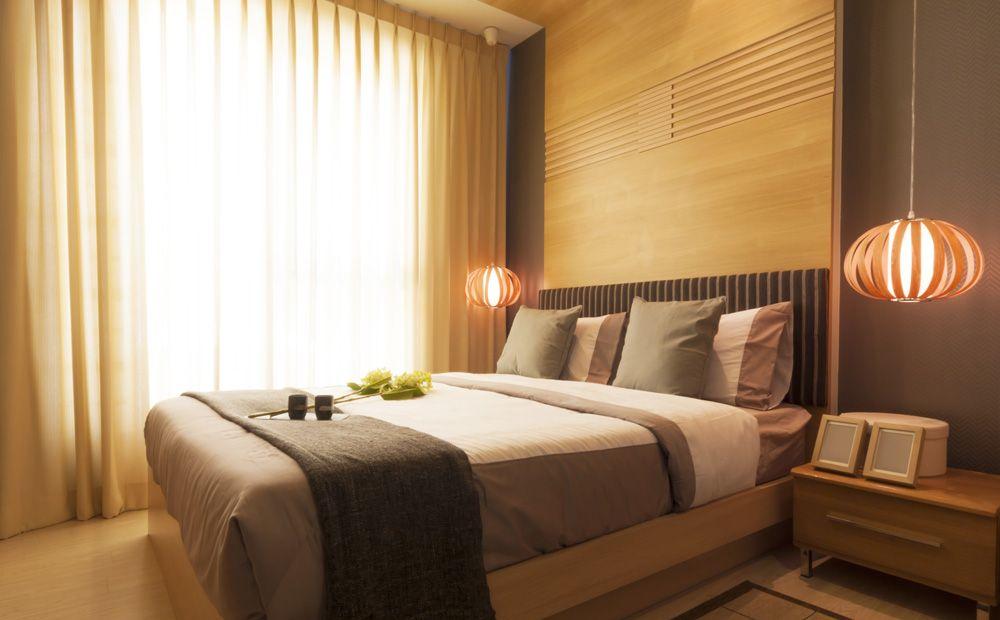 Slaapkamer Met Hout : Bruintinten slaapkamer hout combineren met zandkleur beige bruin