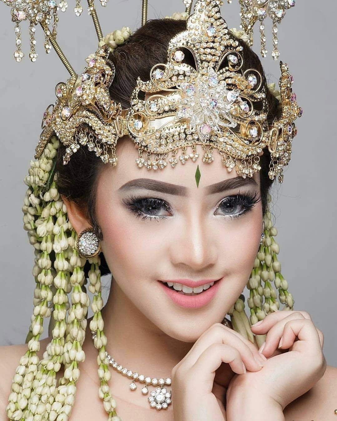 Tampil Fresh Dengan Makeup Natural Dihari Pernikahan Rias Wajah Pengantin Gaya Pengantin Pengantin Wanita
