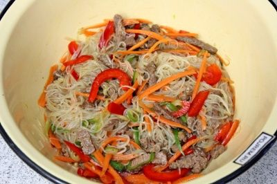 Салат с фунчозой и курицей 39