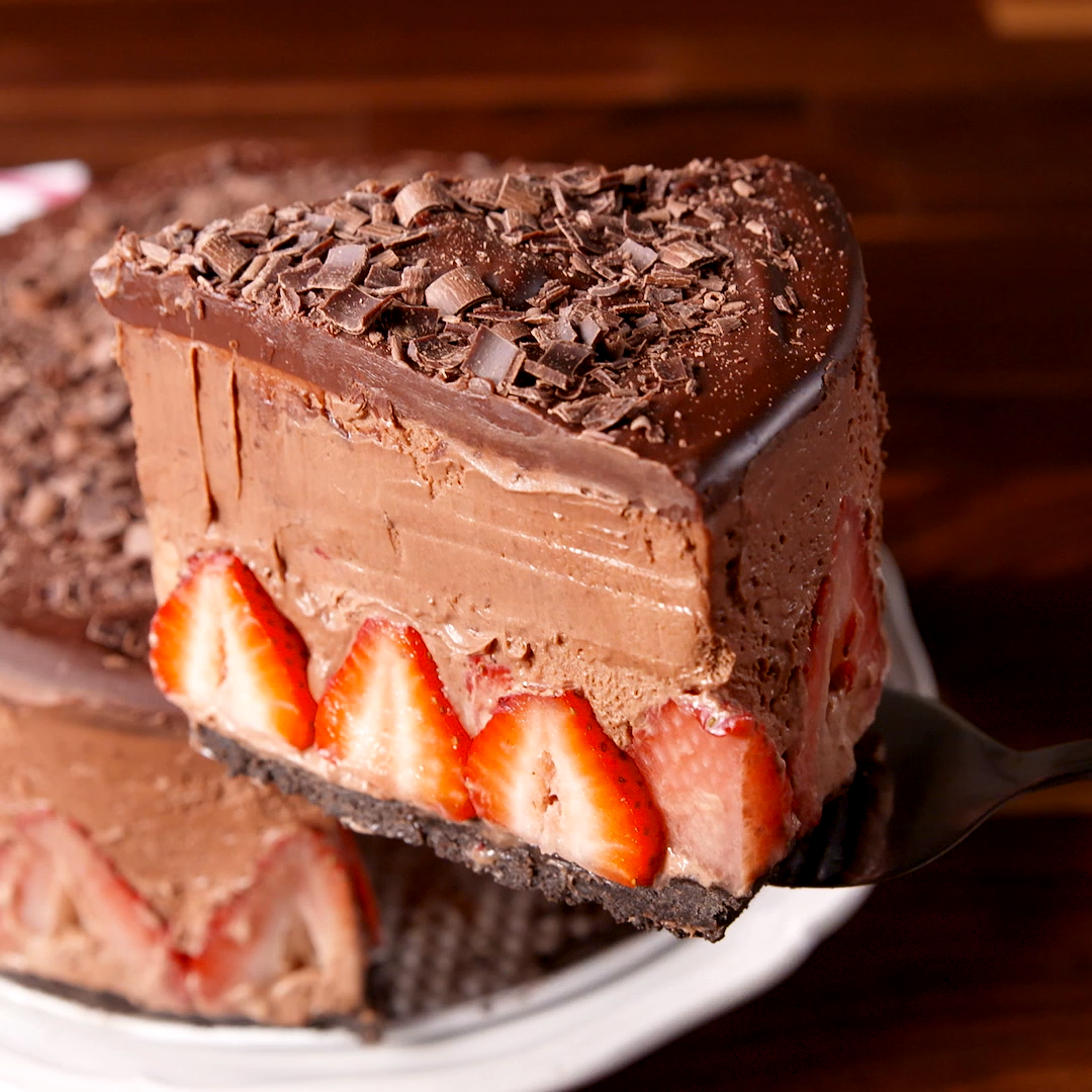 Strawberry Chocolate Mousse Cake #desertlife
