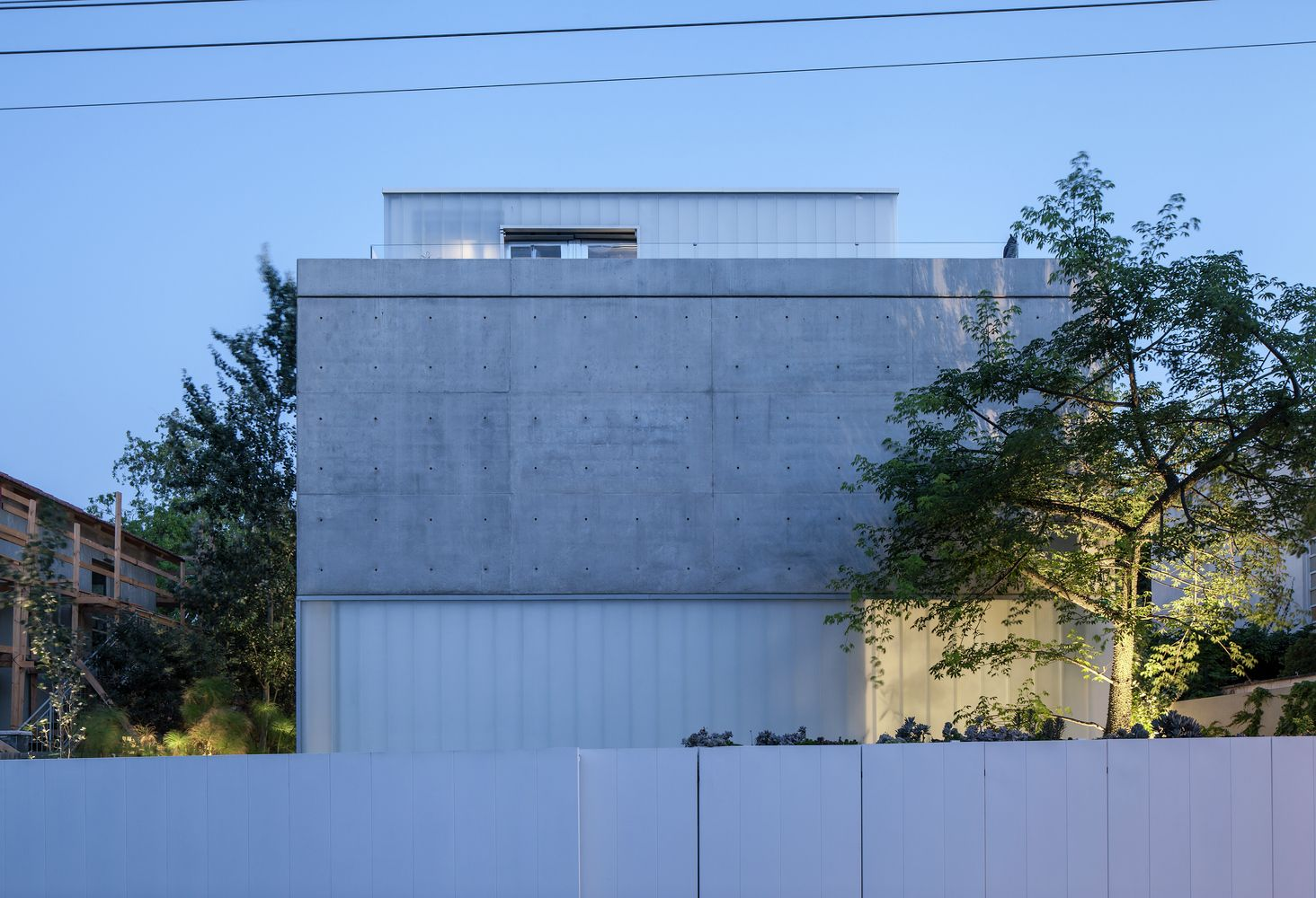 Galeria de Um Corte Concreto / Pitsou Kedem Architects - 47