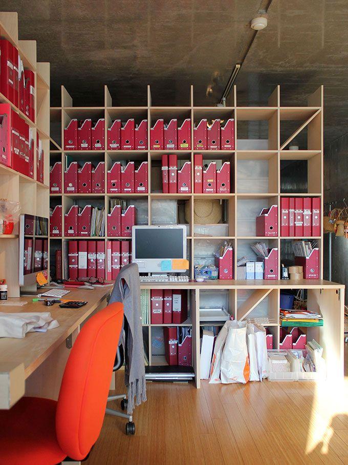 壁面収納と作業机が一体になったカウンター付き本棚です 本棚と作業机を一体化することで 省スペースで効率的な空間を実現します 子供部屋の本棚兼学習デスク 書斎の本棚兼作業机 オフィスの壁面収納兼ワークデスクなど 様々な用途にお使いいただけます 本棚