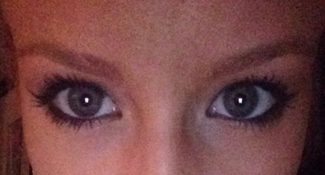 Eyes: -naked 2 palette -Cover girl lash blast volume mascara -stila black eye liner pencil Eyebrows: Anastasia ash blonde brow wizard pencil
