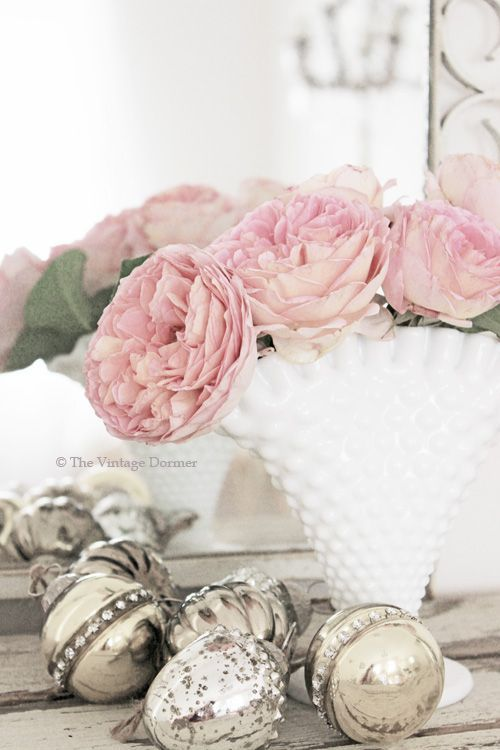 This Simple Vignette makes a Beautiful Statement! | Shabby Chic ...