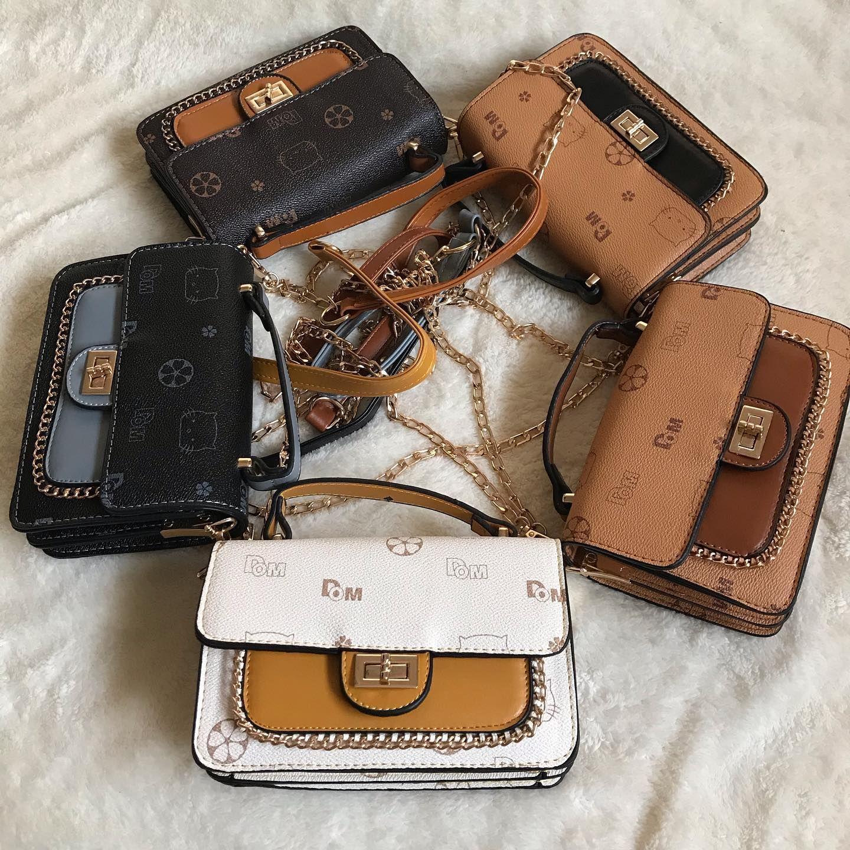 وفرتلكم من جديد شنطة بناتي السعر ٧٠ شنط بناتي Coach Dinky Crossbody Camera Bag Bags
