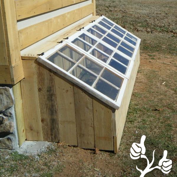 Uteplats uteplats tak : Drivbänk vid altan med tak av gamla fönster | Uteplats och odling ...
