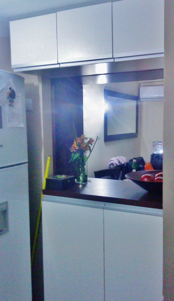 Mueble para departamento con poco espacio doble cara de for Ideas para cocinas con poco espacio