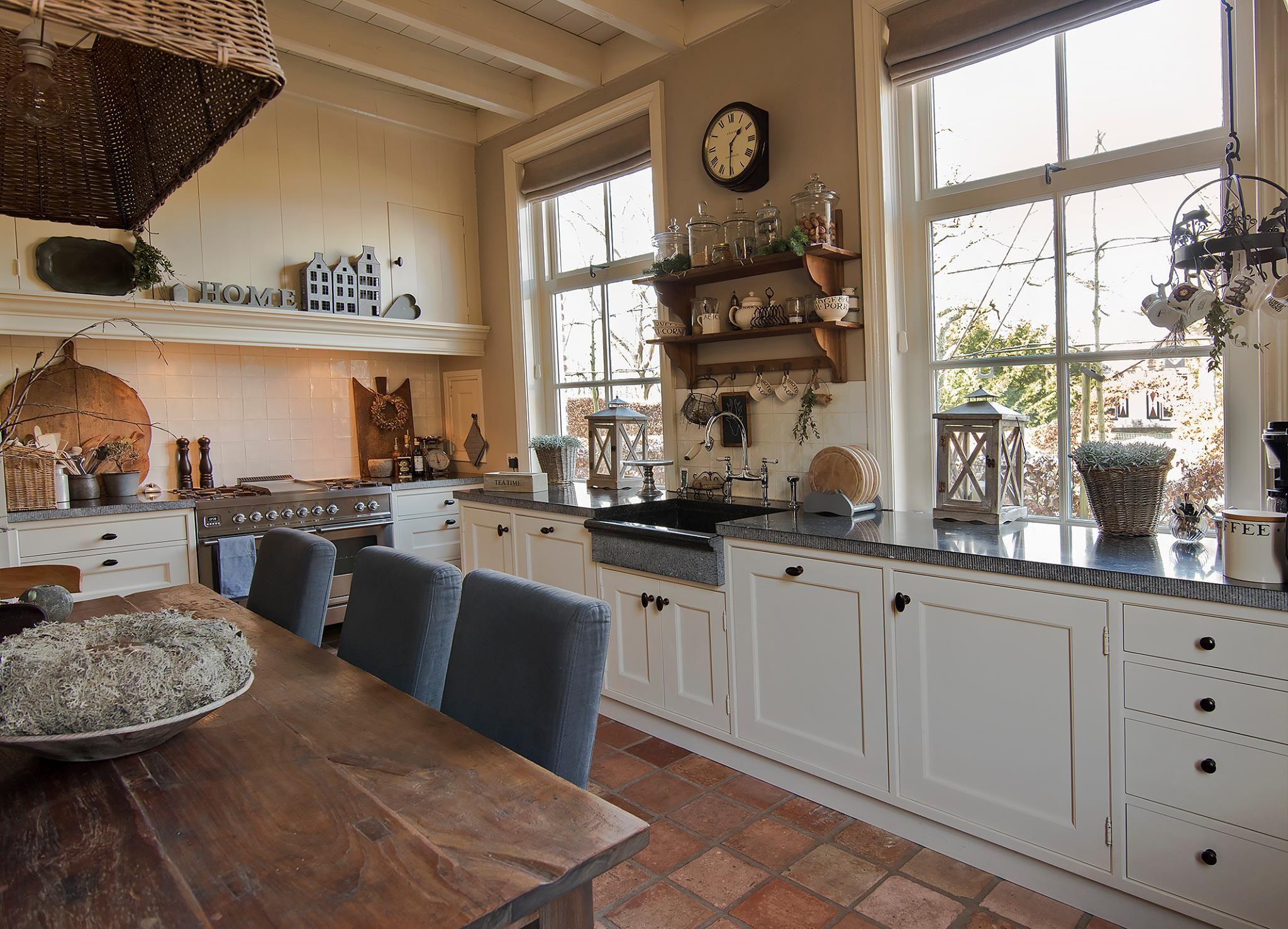 Mooie Eclectische Woonkeuken : Mooie landelijke keuken met estrikken terra cotta tegels