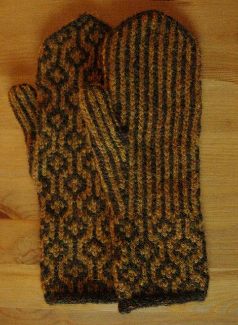 Puzzle Stripe Mittens Free Pattern Worsted Weight Yarn Front And