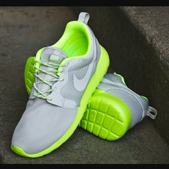 3903465920d0 LIMITED EDITION Nike Roshe Run HYPERFUSE 9 10 Condition WMNS Size 10 MNS  8.5 Runs small (would fit a 9.5 better) Silver Hyperbolt Reflective  Lighting (Can ...