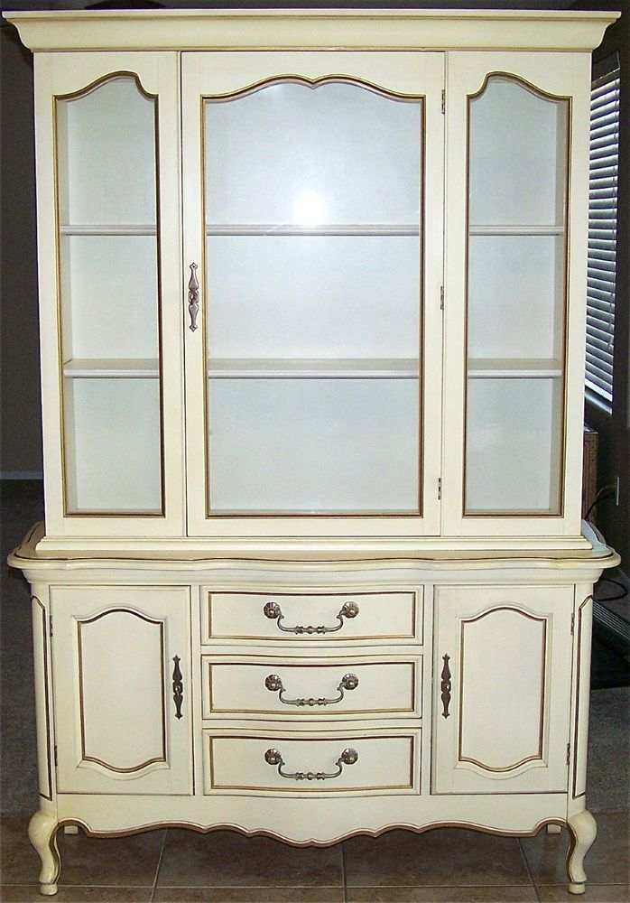 Vintage Bernhardt Furniture Co French Provincial Dining Room China Cabinet Hutch