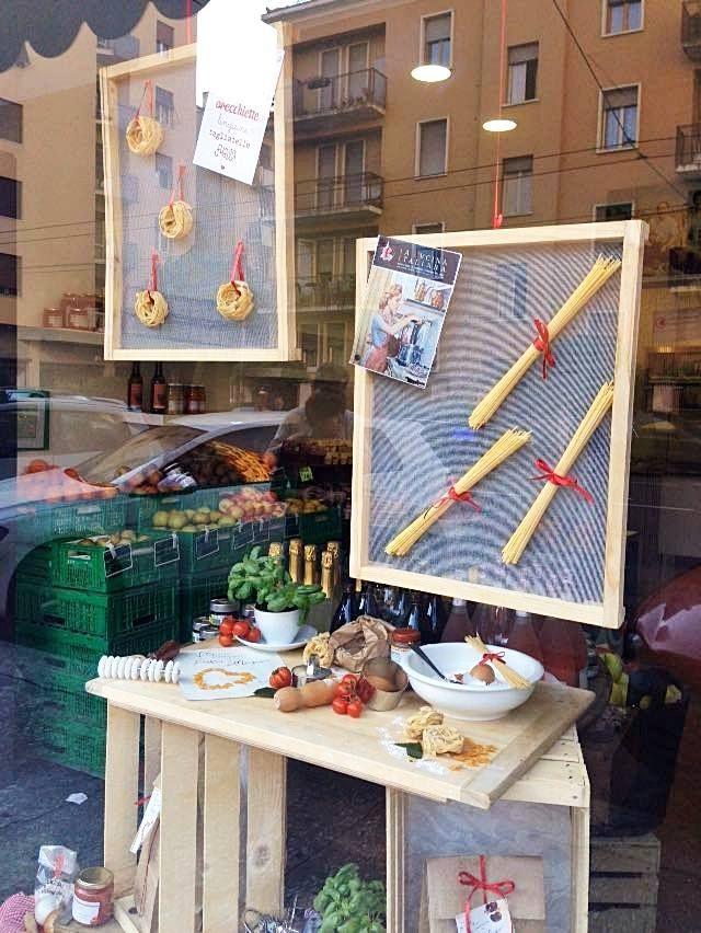Ecco la nostra vetrina allestita in occasione della Festa della Mamma. #FestadellaMamma #frutta #verdura #lattugazanarini  Seguici sulla nostra pagina Facebook: www.facebook.com/LattugaZanarini