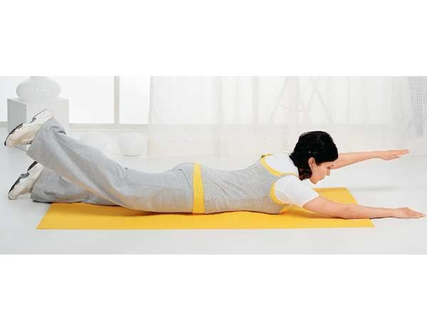Back Exercise Pilates Swimming Lie On Your Stomach On The Mat Raise Your Left Hand And Right Leg Keeping Them Straight Exercise Back Exercises Do Exercise