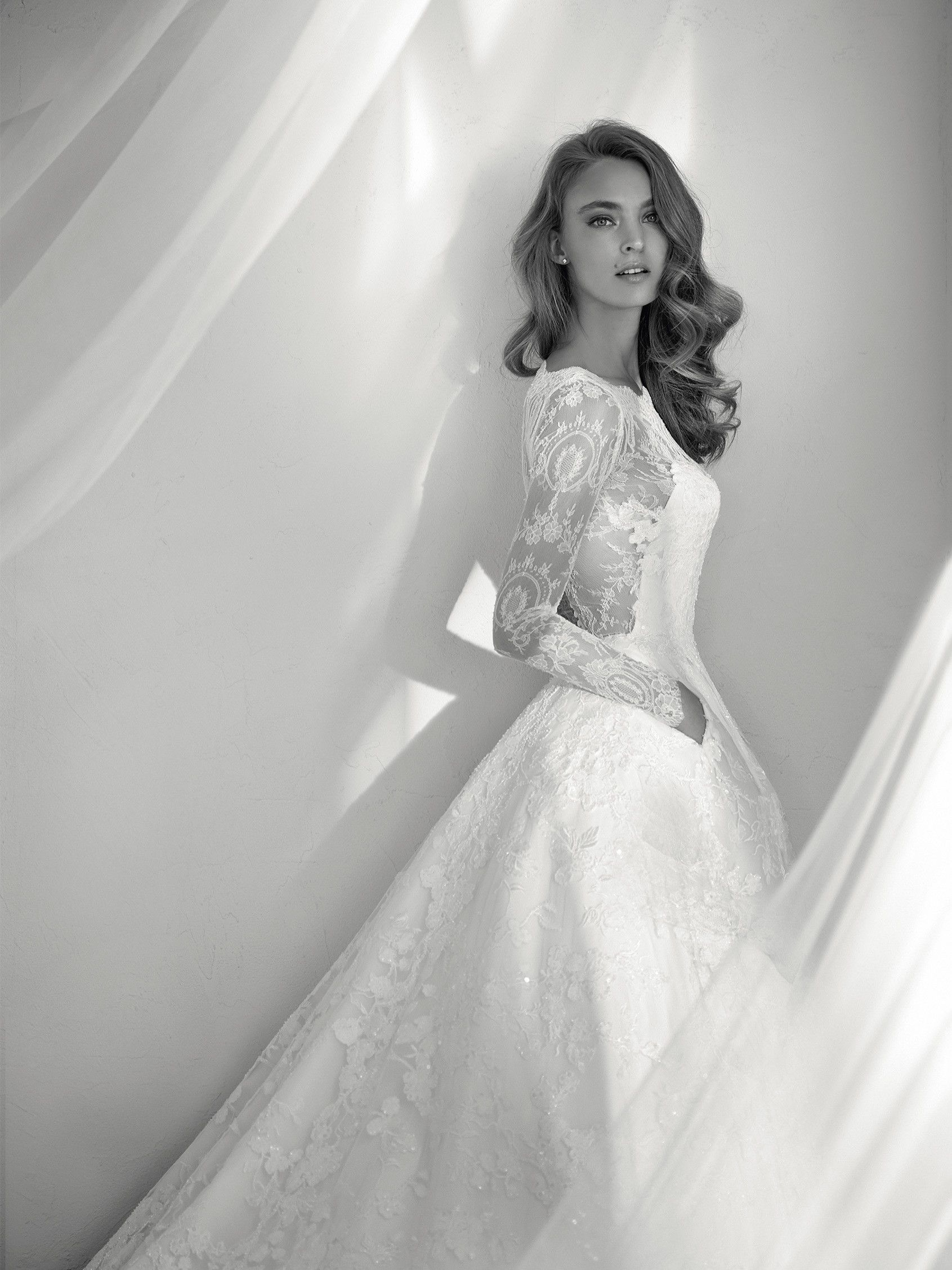 Wedding dress french lace skirt with pockets pronovias