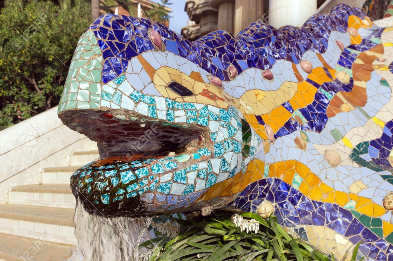 16834620 sculpture of a salamandra of antoni gaudi mosaic for Salamandra barcelona
