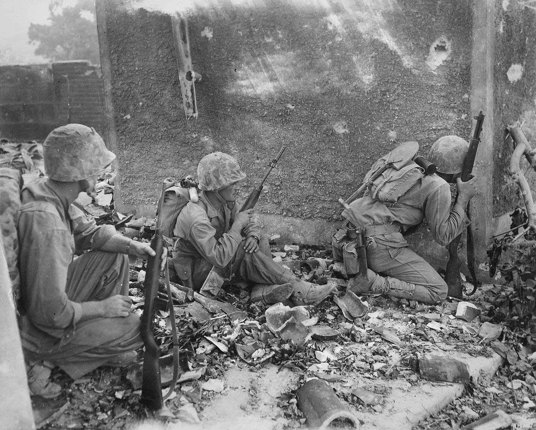 WWII photo American Marine in the ruined city of Naha in Okinawa war 9o