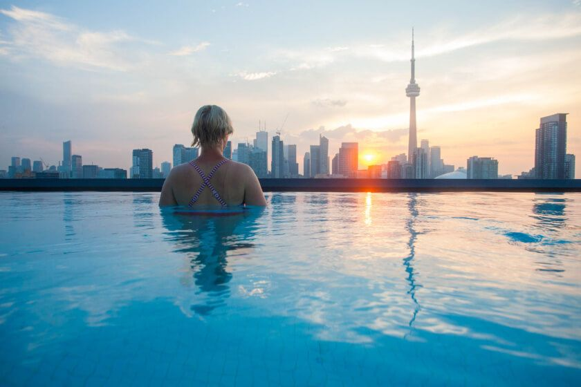 The Travelettes Guide to Toronto Toronto, Rooftop pool and Rooftop - hotel barcelone avec piscine sur le toit