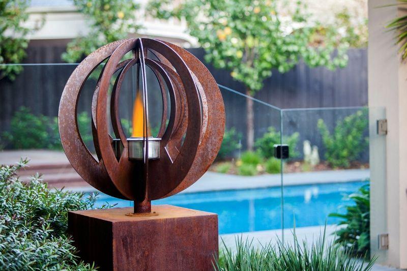 Charmant Ethanol Fire Burner By The Pool Doubles As A Rustic Garden Sculpture. U0027Zenu0027  Design By Entanglements Metal Art