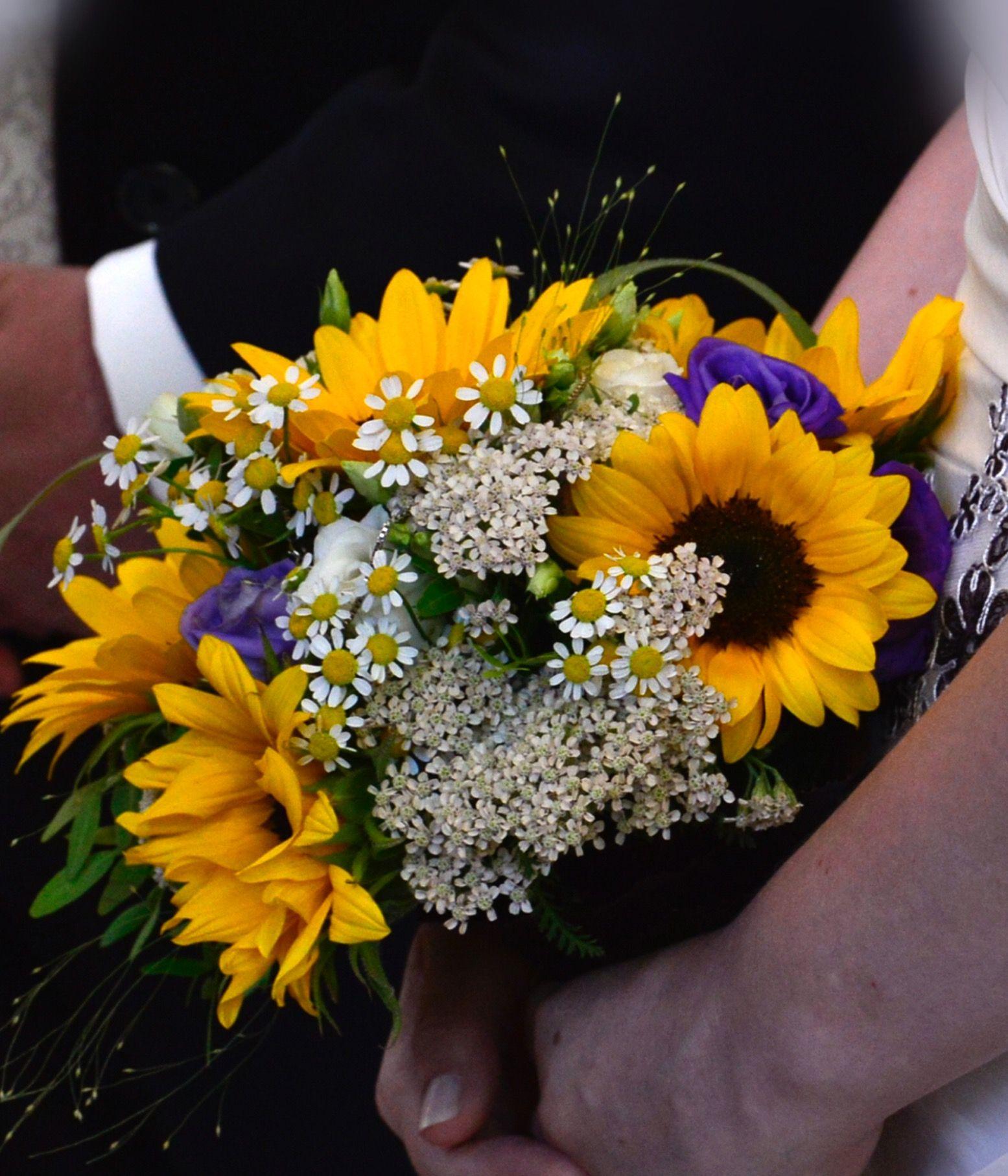 hochzeit brautstrau sonnenblume gelb lila hochzeit sonnenblumen pinterest brautstrau. Black Bedroom Furniture Sets. Home Design Ideas