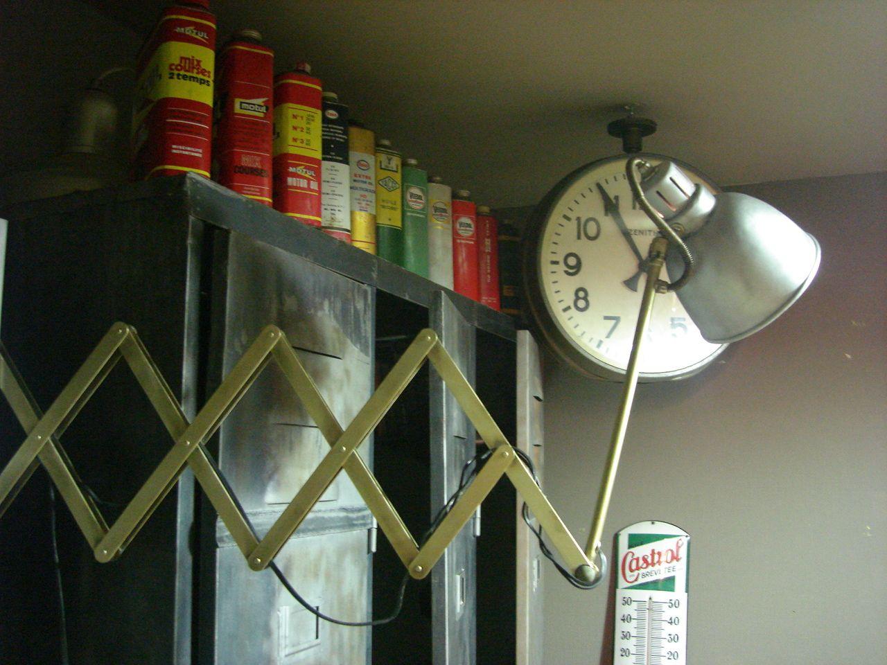 vestiaire bidons d huile horloge zenith lampe atelier diy pinterest. Black Bedroom Furniture Sets. Home Design Ideas