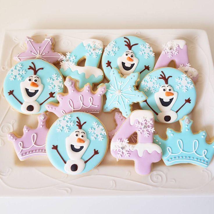 """Renee Brown on Instagram: """"Frozen Cookies ❄☃️ . . . #frozencookies #doyouwannabuildasnowman #cookies #royalicingcookies #cookiedecorating #royalicing #baking…"""""""