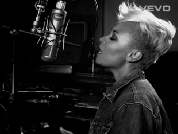 Emeli covers Coldplay: http://cdn.idolator.com/wp-content/uploads/2012/08/02/emeli-sande-coldplay-cover-600x450.jpg