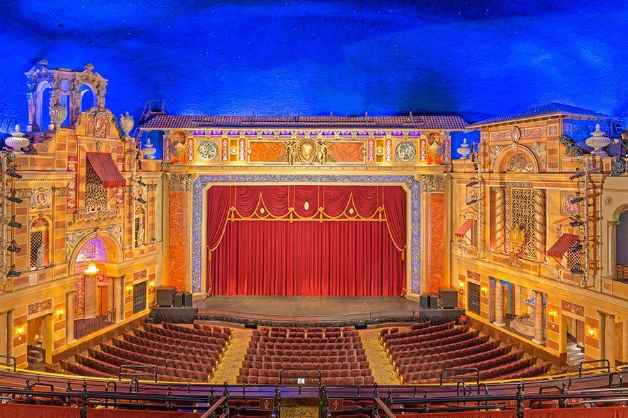 14 Historic American Theaters Historic Theater Theater Architecture Cinema Architecture